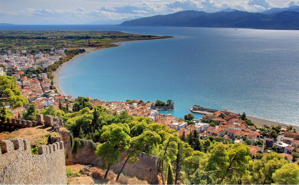Sailing holidays in Corinthian Gulf