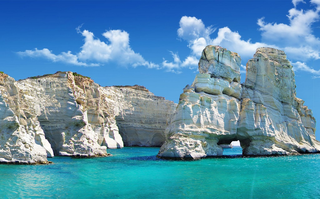 Sailing holidays in Milos