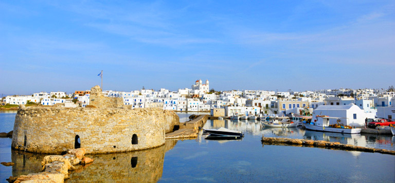 Sailing holidays in Paros