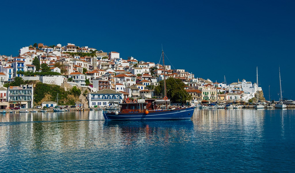 Sailing holidays in Skopelos