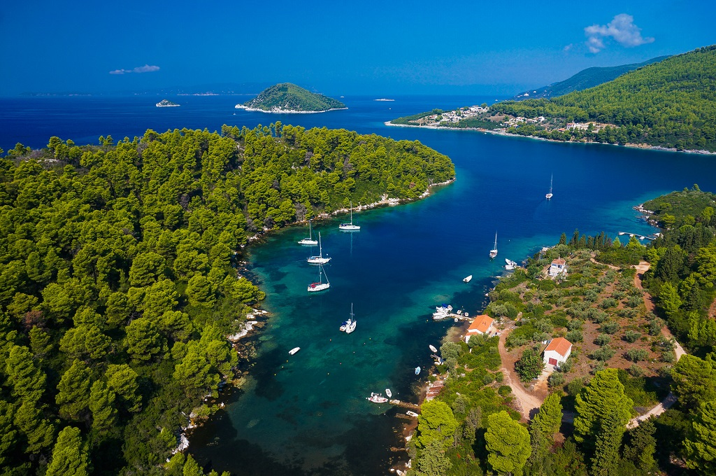 Sailing holidays in Sporades Islands