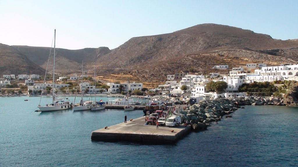 http://www.sail-la-vie.com/images/locations/Karavostasis-Harbor-1-Sailing-Folegandros-Cyclades-Greece.jpg