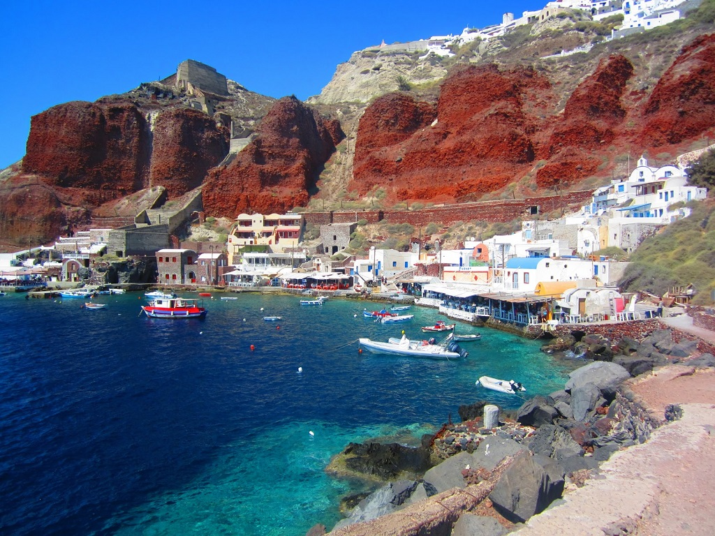 http://www.sail-la-vie.com/images/locations/Oia-Anchorage-1-Sailing-Santorini-Cyclades-Greece.jpg
